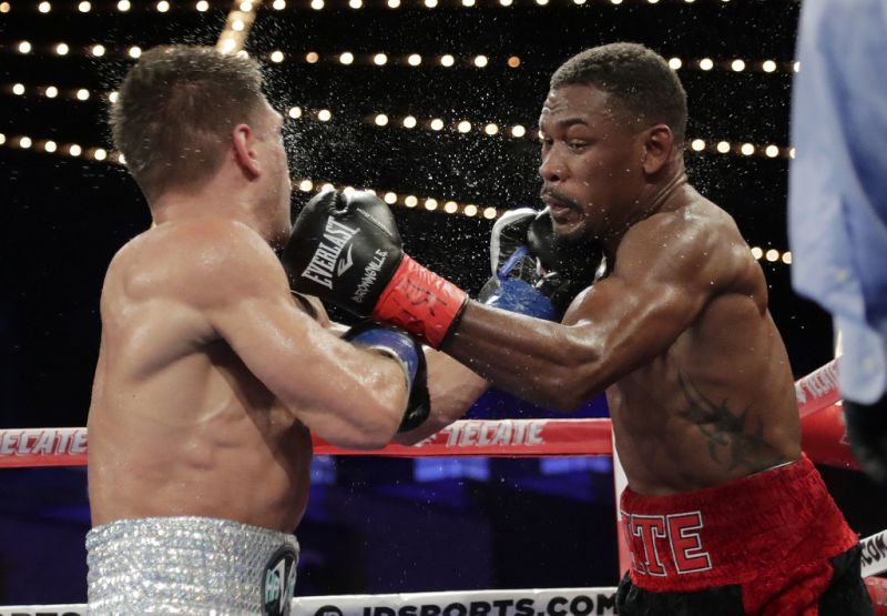 Jacobs grabs IBF middleweight title with spit decision win
